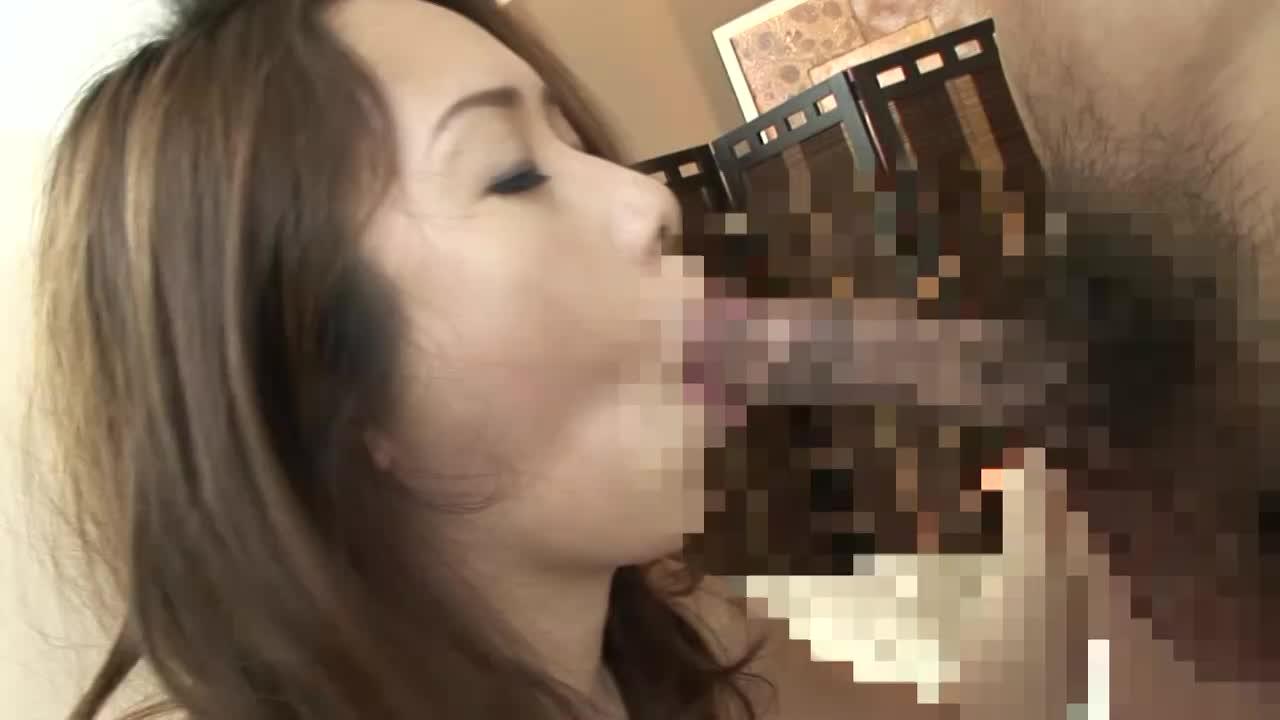 ぽっちゃり巨乳熟女の肉厚マンコを突き上げる肉弾セックス。突く度に脂肪を波打たせ快感に声をあげる。